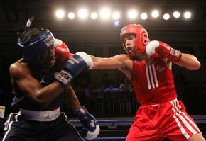 ¿En una pelea amateur, golpes rápidos o golpes fuertes?