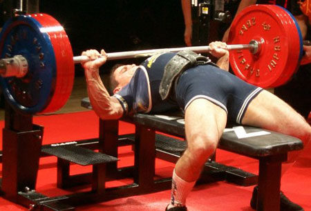 Pourquoi le lever de poids ne va pas augmenter ta force de frappe